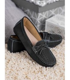 Elegant, light and comfortable gray-colored loafers will certainly complement many styles. Loafers For Women, Loafers Men, Bow Pattern, Types Of Heels, Bow Heels, Casual Loafers, Natural Leather, Suede Leather, Moccasins