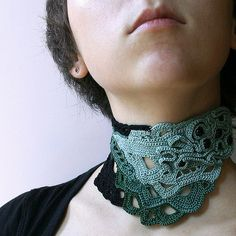 Freeform aquamarine, green and blacke crochet choker with black beads Form Crochet, Knit Or Crochet, Irish Crochet, Crochet Stitches, Scarf Jewelry, Boho Jewelry, Handmade Jewelry, Jewelry Bracelets, Necklaces