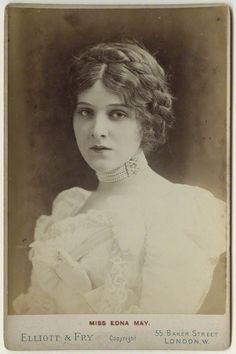 """Edna May Pettie (1878 -1948), cabinet card, late 1890s // by Elliott & Fry. """"Her big break came in  when she was contracted by George W. Lederer to play 'Violet Grey' in """"The Belle of New York"""" in 1897, where it acheived moderate success. Lederer then crossed the Atlantic to try a second chance in London, whwre the production was predicted to be a flop. but it was an astonishing success and catapulted Edna to overnight stardom."""""""