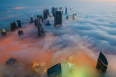 【異世界】ただでさえドバイ「世界一高い超高層ビル」の夜明け前が、想像を絶する美しさ
