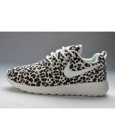 the latest 2731f 5abd3 Femme Chaussure Nike Roshe Run Pattern Leopard Gris Blanc Noir