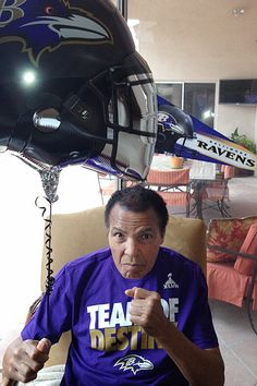 The Greatest: Muhammad Ali was pictured enjoying the Super Bowl at his family home, and of COURSE he is a Ravens fan! Muhammad Ali Quotes, Muhammad Ali Boxing, Nfl Football, Football Helmets, College Football, Ravens Jersey, Float Like A Butterfly, Boxing Champions, Boxing News