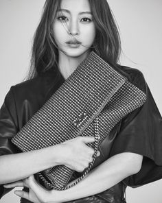 Han Ye Seul's beauty gets captured in B&W for 'DECKE' | http://www.allkpop.com/article/2016/02/han-ye-seuls-beauty-gets-captured-in-bw-for-decke