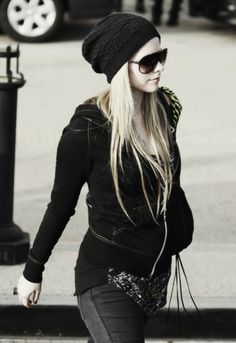 Avril Lavigne all black style. I really like this. A LOT. Princess my dream a love my love