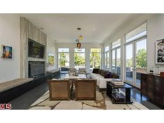 The living room in the home owned by Jilian Michaels #celebritylivingrooms #jillianmichaels