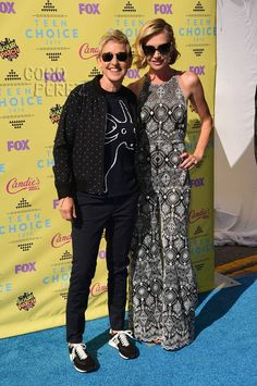 Teen Choice Awards 2015: Ellen DeGeneres and Portia de Rossi walk the red carpet.