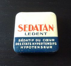 Vintage French metal medicine tin pill box from 1930s - pharmacy apothecary collectors item - Made in France