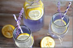 Lavender flavored lemonade is an amazing way to benefit from lavender and its therapeutic properties. This awesome and aromatic herb is known for its calming effect on senses. Pure lavender essential oil can be used in improving general well-being. Sumo Natural, Flavored Lemonade, Dietas Detox, Eat Yourself Skinny, Pie Hole, Eating Organic, How To Squeeze Lemons, Organic Recipes, Cookies Et Biscuits