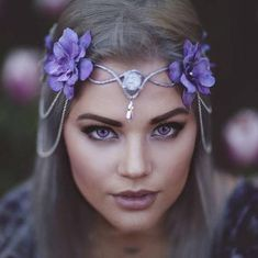 An original elven crown design made by Freckles, with silver wire base and lavender flowers and dangling silver chains. Ties in the back for an adjustable fit. Shipped via USPS first class mail. Elven Hairstyles, Diy Hairstyles, Hairdos, Elven Cosplay, Looks Hippie, Flower Tiara, Rose Lipstick, Fairy Clothes, Fairy Dress