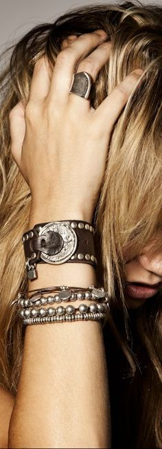 Uno de http://50.....am loving all of their jewelry
