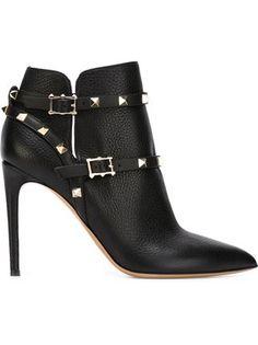 Luxuriöse Mode   Accessoires für Damen 2018. Damen · Valentino Rockstud  Stiefel ... 2cae27c236