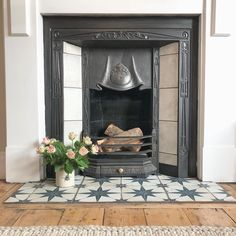 Most up-to-date Totally Free Fireplace Hearth tile Tips Metropolis Star Wall An… – Fireplace tile ideas Fireplace Hearth Tiles, Wood Burner Fireplace, Wooden Fireplace, Shiplap Fireplace, Victorian Fireplace, Small Fireplace, Farmhouse Fireplace, Fireplace Surrounds, Fireplace Design