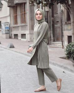 ✔ Office Look Hijab Syari – Hijab Fashion 2020 Stylish Hijab, Casual Hijab Outfit, Hijab Chic, Ootd Hijab, Street Hijab Fashion, Abaya Fashion, Muslim Fashion, Hijab Office, Hijab Fashionista