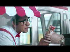 Los helados Wall's (Frigo, Holanda, La fuente, etc) enviaron un camión miniatura de helados para ofrecer a los trabajadores de una oficina algo más que la seriedad de una jornada laboral. El calor de la primavera comienza a llegar a muchos países y para llevar un poco de frescura se ha diseñado un pequeño camión hecho a medida para ofrecer helados como parte de la campaña #GoodbyeSerious que trata de inyectar un poco de diversión en la vida de las personas.  Fuente: El Elefante Blanco