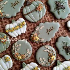 fall cookies Saturday Spotlight: Top 10 Cookies of the Week Fall Decorated Cookies, Fall Cookies, Cut Out Cookies, Iced Cookies, Cute Cookies, Royal Icing Cookies, Holiday Cookies, Halloween Sugar Cookies, Cookies Decorados