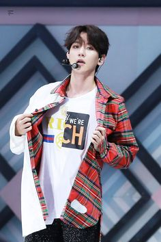 Black haired Baekhyun