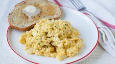 This delicious recipe for Fluffy Eggs and Chives pairs perfectly with Family Ranch Heritage. Perfect for brunch or breakfast for dinner! Make French Toast, Cinnamon French Toast, Brunch Recipes, Breakfast Recipes, Breakfast Ideas, Pie Recipes, Fluffy Eggs, Good Food, Yummy Food