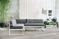 KARWEI | Houd je tuin rustig met neutrale tinten grijs, wit of zwart. #karwei #tuin #tuinmeubels