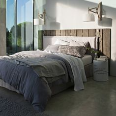 Love the wood, the bed and the colours...