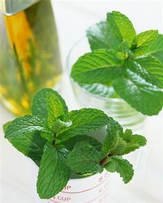 Tame tension headaches by rubbing peppermint oil into your temples. This remedy contains menthol which has analgesic properties. Healing Herbs, Natural Healing, Natural Oils, Natural Products, Herbal Remedies, Home Remedies, Pepermint Oil, Essential Oil Uses, Homemade Beauty