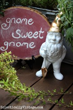 Make a log slice chalkboard with #marthastewartcrafts new Chalkboard Paint colors, and give your old gnome a makeover with Liquid Gilding - see the how to from Eclectically Vintage #12monthsofmartha
