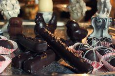 La Pasqua di Tortapistocchi. Marzapane ricorperto di cioccolato fondente. www.tortapistocchi.it