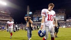 Eli Manning hangs head after another loss to the Eagles 19-17, Week 4 2012