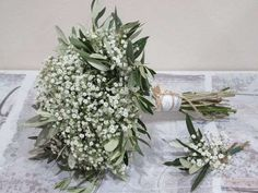 Protagonists of this bouquet and boutonnier are the paniculata and olive twigs . - Protagonists of this bouquet and boutonnier are the paniculata and olive twigs. Ideal for your coun - Bouquet Bride, Flower Bouquet Wedding, Floral Wedding, Baby's Breath Bridesmaid Bouquet, Simple Bridesmaid Bouquets, Wedding Greenery, Flower Bouquets, Diy Wedding, Bridesmaid Dresses