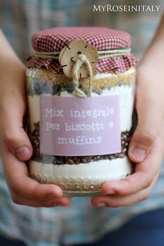 Il dolce nel barattolo Diy Christmas Presents, Diy Presents, Homemade Christmas Gifts, Homemade Gifts, Handmade Christmas, Diy Food Gifts, Edible Gifts, Jar Gifts, Christmas Projects