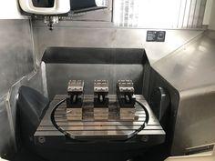Mechanischer Zentrischspanner MZU auf kundenspezifischem Unterbau.  Einsatz unserer mechanischen Zentrumspanner MZU 360-125 bei der 5-Achsen Großteilbearbeitung bei einem unserer Kunden in den Niederlanden.