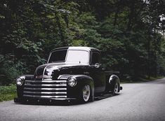 Hot Wheels - Bad ass Chevrolet 3100 split window goodness via , such a clean truck! Bagged Trucks, Lowered Trucks, Hot Rod Trucks, Gm Trucks, Toyota Trucks, Vintage Pickup Trucks, Classic Pickup Trucks, Antique Trucks, Chevy Pickup Trucks