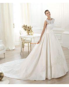 Robe de mariée princesse taffetas appliques col bateau
