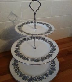 Handmade vintage cake stands via www.sellmywedding.co.uk