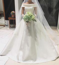 上品で気品ある花嫁になりたいなら♡ウェディングドレスの襟は「ロールカラー」にするべき!   marry[マリー]