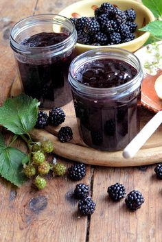 Make your own luscious blackberry jam with Karen& simple recipe, including tips and tricks on testing for the perfect setting point. Homemade Blackberry Jam, Blackberry Jam Recipes, Seedless Blackberry Jam, Canning Recipes, Gourmet Recipes, Sweet Recipes, Homemade Jam Recipes, Fresco, Great British Chefs