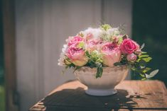 Small bouquet in pink and white installed in a vintage bowl for a rustic, countryside wedding in Picardy, flowers by Laetitia Mayor | floresie.com, picture by Charlène Drouel, Studio Menesson.
