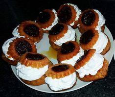 Savarine de casa, pufoase si insiropate (reteta simpla, originala) Rum Cake, Romanian Food, Dessert Recipes, Desserts, Cheesecake, Food And Drink, Sweets, Party, Deserts