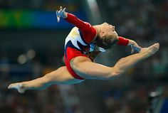 I love Shawn Johnson! She is one of my all time favorite olympian gymnasts. She is so pretty.