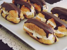 eclere 2 Mexican Food Recipes, Sweet Recipes, Cake Recipes, Dessert Recipes, Romanian Food, French Desserts, Eclairs, Cake Servings, Food Cakes