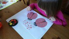 Zase trošku jiné malování… Trénujeme jemnou motoriku a aby to nebyla nuda, zkoušíme tvořit a malovat různými materiály. Tyto obrázky jsem objevila nedávno a tak jsme je s dětmi minulý týden vyzkoušeli. Ke stažení zde…Zdroj uveden na obrázku. Použili jsme vatové tyčinky a vodové barvy. Děti malovaly dle své fantazie… Related