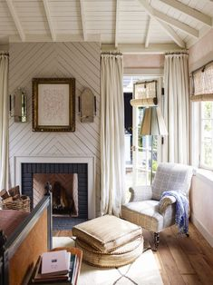 A family home in Mill Valley has been redesigned by Gil Shafer Architects & Rita Konig to bring some English cottage charm to California - The Nordroom Bedroom Fireplace, Fireplace Design, Fireplace Ideas, Cottages Anglais, English Cottage Style, English Cottage Interiors, English Cottages, Small Room Design, California Style