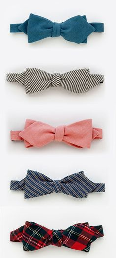 Juanmarcos of Sweden. Spring Can you rock a bow? You will never know men unless you take the leap and put one on. Challenge of the week. Chic For Men, Look Fashion, Mens Fashion, Cool Style, My Style, Professional Dresses, Well Dressed Men, Textiles, Bow Ties