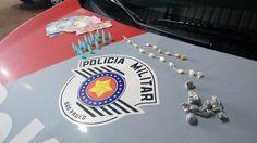 Três adolescentes de 17 anos são detidos com drogas no Continental - Durante a noite desta quarta-feira, 28, a equipe Delta, da Polícia Militar, apreendeu três adolescentes, suspeitos da prática de tráfico de entorpecentes no Jardim Continental. O flagrante aconteceu em uma praça nas proximidades da Rua Joaquim Garcia.  Segundo relatório policial, a viatura compo - http://acontecebotucatu.com.br/policia/tres-adolescentes-de-17-anos-sao-detidos-com-drogas-no-continen