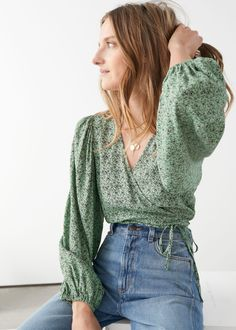 Puff Sleeve Wrap Blouse - Puff Sleeve Wrap Blouse – Green Floral – Wrap Tops – & Other Stories Source by mikaylashyanne - Style Outfits, Mode Outfits, Casual Outfits, Fashion Outfits, Womens Fashion, Modest Fashion, Beauty And Fashion, Look Fashion, 2000s Fashion