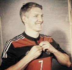 his smile %%%% German Football Players, Germany Football Team, Football Is Life, Soccer Players, German Men, German Boys, Philipp Lahm, Dfb Team, Bastian Schweinsteiger