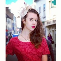 Vintage dress & Bonzie fascinator:) Perfect!