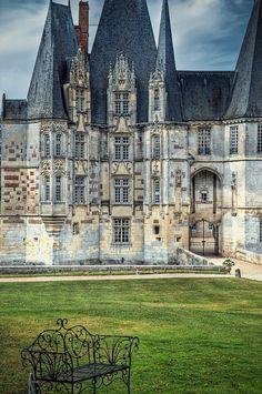 Château d'Ô, à Mortrée (Orne). Une construction Renaissance par François d'Ô, un des mignons du roi Henri III.