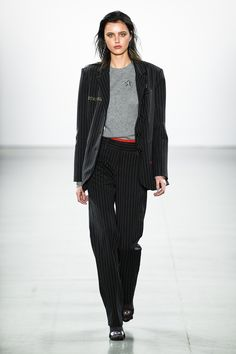 Nicole Miller Fall 2019 photographs: Imaxtree See all of the Nicole Miller Fall 2019 seems to be from the runway. The submit Nicole Miller Fall 2019 Runway Vogue Fashion, Fashion Week, New York Fashion, Fashion Outfits, Fashion Trends, Nicole Miller, Vogue Paris, Trend Council, Autumn Fashion 2018