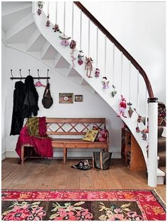 A Christmas staircase.if only I had stairs Christmas Colors, Simple Christmas, Beautiful Christmas, Christmas Holidays, Christmas Tree, Stair Banister, Banisters, Curved Staircase, Christmas Stairs Decorations
