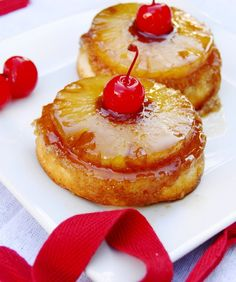 Gorgeous Pineapple Upside-Down Cake Cupcakes ... with 2 sizes to choose from!   www.thekitchenismyplayground.com